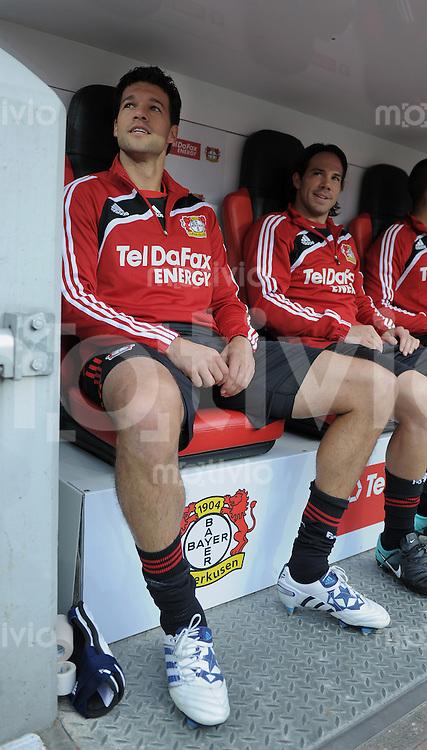 FUSSBALL   EUROPA LEAGUE   SAISON 2010/2011  PLAY-OFFS HINSPIEL  Bayer 04 Leverkusen - SC Tavriy Simferopol     19.08.2010 Michael Ballack (li, Bayer 04 Leverkusen) auf der Bank