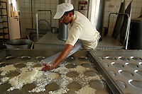 "Caseificio "" L' isola del Formaggio "" (Bracciano) dove Sergio Pitzalis produce formaggi. Il Caciofiore è un formaggio di pecora a latte crudo, tipo Pecorino Romano..Cheese factory ""L 'isola del Formaggio"" (Bracciano), where Sergio Pitzalis produces cheese. The Caciofiore is a cheese from raw sheep's milk, such as Pecorino Romano...."