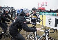 Lars van der Haar (NED/Telenet-Fidea) jumping on a fresh bike in the pit zone<br /> <br /> Elite Men's race<br /> CX Superprestige Noordzeecross <br /> Middelkerke / Belgium 2017