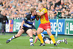 Richard Fussell gets away from Michael Claassens. Bath V Newport Gwent Dragons, Heineken Cup Pool 5 © Ian Cook IJC Photography iancook@ijcphotography.co.uk www.ijcphotography.co.uk