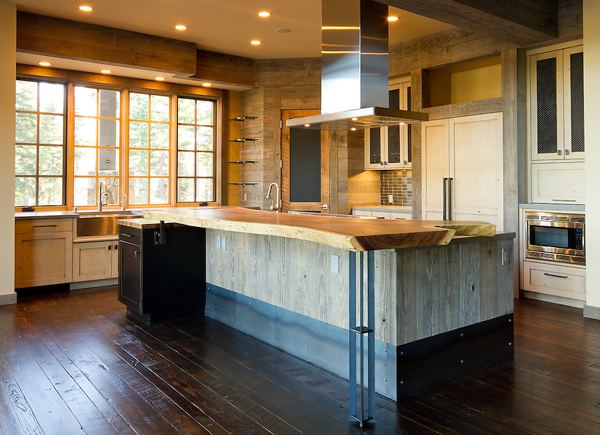 Mountain home kitchen rugged elegance gp martin for Mountain home kitchens