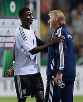FUSSBALL INTERNATIONAL Laenderspiel Freundschaftsspiel U 21   Deutschland - Frankreich     13.08.2013 Antonio Rüdiger (li, Deutschland) umarmt DFB Trainer Horst Hrubesch (re, Deutschland) nach dem Spiel
