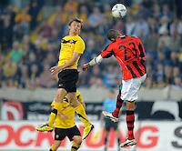 Fussball, 2. Bundesliga, Saison 2011/12, SG Dynamo Dresden - Eintracht Frankfurt, Montag (26.09.11), gluecksgas Stadion, Dresden. Dresdens Zlatko Dedic (li.) gegen Frankfurts Anderson.