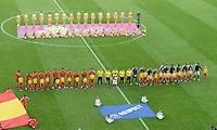 FUSSBALL  EUROPAMEISTERSCHAFT 2012   VORRUNDE Spanien - Italien            10.06.2012 Die Mannschaften nehmen Aufstellung