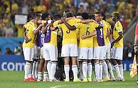 FUSSBALL WM 2014                ACHTELFINALE Kolumbien - Uruguay                  28.06.2014 Die Spieler von Kolumbien bilden einen Spielerkreis