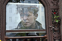 Inauguration of the memorial plaque to David Bowie at his Berlin homet in the Hauptstrasse 155, Berlin, Germany, 22.08.2016<br />