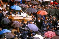 Roma Febbraio 1987  <br /> Piazzale del Verano  <br /> I funerali di Rolando Lanari, e Giuseppe Scravaglieri, agenti di Polizia, uccisi il 14 Febbraio 1987 in via Prati di Papa, mentre scortavano un furgone portavalori, delle Poste Italiane, da un commando delle Brigate Rosse.<br /> Rome, February  1987    <br /> Piazzale del Verano    <br /> The funerals of Rolando Lanari and Giuseppe Scravaglieri, police officers  killed February 14 th 1987 in Via Prati di Papa, while they were escorting a van  of the Italian Mails  from a command of the Red Brigades.