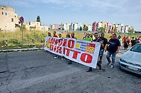 Roma 20 Settembre 2014<br /> Manifestazione degli abitanti del Quartiere Ponte Di Nona e del  Unione Sindacale di Base, per chiedere l'apertura dell'asilo nido pronto da 8 anni che rimane chiuso e inutilizzato, e per la mancanza di servizi per gli abitanti del quartiere.<br /> Rome September 20, 2014 <br /> Demonstrations  of the inhabitants of the District Bridge Ninth and Union of Auditors of Base, to request the opening of the childcare  ready by 8 years which remains closed and unused, and the lack of services for local residents.