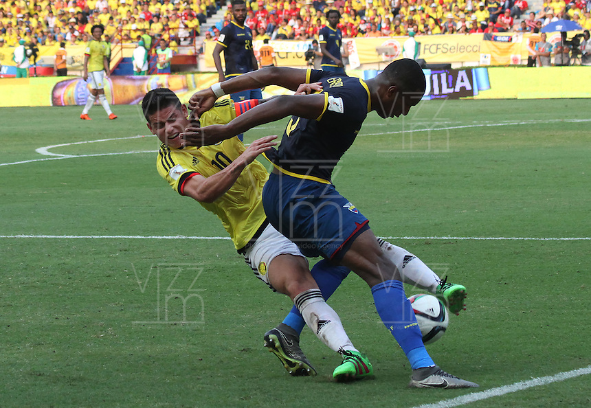 BARRANQUILLA  -COLOMBIA , 28,MARZO-2016. James Rodriguez jugador de Colombia   disputa el balon con Frickson Erazo de Ecuador    por la fecha 6 de las eliminatorias para el mundial de Rusia 2018 jugado en el estadio Metropolitano Roberto Meléndez./ James Rodriguez of Colombia fights for the ball with +3ec* of Ecuador  during   a match between Colombia and Ecuador as part of FIFA 2018 World Cup Qualifier six date at Metropolitano Roberto Melendez Stadium on March  28, 2015 in Barranquilla, Colombia. Photo: VizzorImage / Felipe Caicedo / Staff