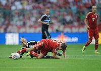 Fussball Bundesliga Saison 2011/2012 3. Spieltag FC Bayern Muenchen - Hamburger SV V.l.: David JAROLIM (HSV), Thomas MUELLER (FCB).