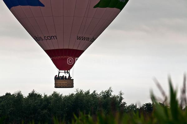 hot air balloon descending
