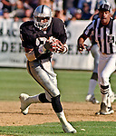 Oakland Raiders vs. Chicago Bears at Oakland Alameda County Coliseum Sunday, September 26, 1999.  Raiders bet Bears  24-17.  Oakland Raiders wide receiver Tim Brown (81).