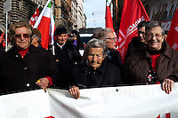 Roma 27 Novembre 2010.Manifestazione nazionale della CGIL contro la crisi economica e il governo Berlusconi. Anna 92 anni da Benevento al corteo.Rome 16 November 2010.National demonstration of CGIL  against the economic crisis and the Berlusconi government..