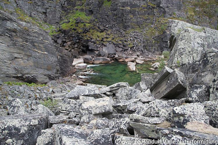Fossen som stopper laksen i Kvænangselva. ---- Waterfall stoping the salmon in Kvænangselva.