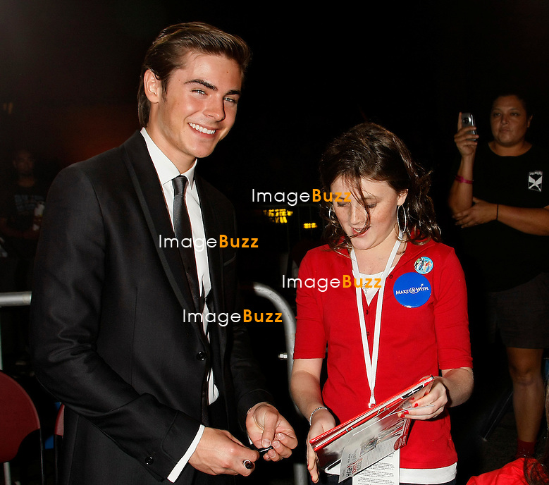 """"""" HIGH SCHOOL MUSICAL 3 """" MOVIE PREMIERE AT THE GALEN CENTER..LOS ANGELES, OCTOBER 16, 2008...Pic :   Zac Efron ."""