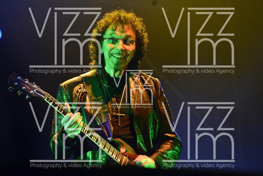 BOGOTA &ndash; COLOMBIA, 19-10-2013: Toni Iommi, durante presentaci&oacute;n de la banda brit&aacute;nica Black Sabbath en el parque Simon Bolivar, octubre 19 de 2013. Black Sabbath se presento por primera vez en Colombia en su gira por suramerica. (Foto: / VizzorImage / Alejandra Mar/ Cont.) <br /> Toni Iommi, during a concert of the british band Black Sabbath, in the Simon Bolivar Park, in Bogota, October 19, 2013. Black Sabbath was presented for the first time in Colombia on his tour in South America. (Photo: VizzorImage / Alejandra Mar / Cont.)