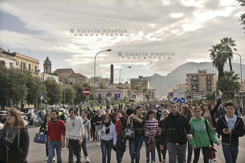 Palermo,students march against government pubblic school cuts and austerity...Palermo, corteo contro le politiche del governo sull'istruzione pubblica.