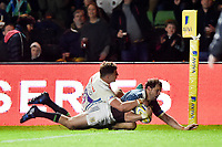 Nick Evans of Harlequins scores a second half try. Aviva Premiership match, between Harlequins and Exeter Chiefs on April 14, 2017 at the Twickenham Stoop in London, England. Photo by: Patrick Khachfe / JMP