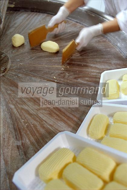Europe/France/Bretagne/35/Ille-et-Vilaine/Saint-Malo: Fabrication du beurre de baratte demi-sel façonné main chez Jean-Yves Bordier