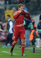 FUSSBALL   CHAMPIONS LEAGUE   SAISON 2011/2012     02.11.2011 FC Bayern Muenchen - SSC Neapel Holger Badstuber (FC Bayern Muenchen) geht nach der ROTE KARTE vom Feld