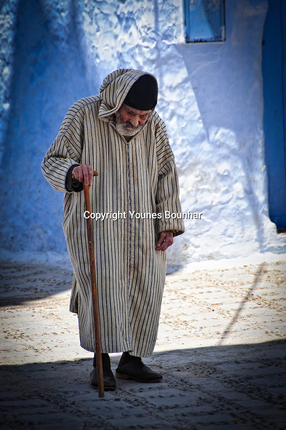 An elderly man taking his afternoon stroll through the blue streets of Chefchaouen
