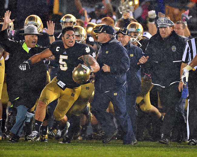 Manti Te'o (5) celebrates after Notre Dame defeated Stanford 20-13 in overtime...Photo by Matt Cashore