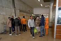 Roma 1 Dicembre 2015<br /> Controlli antiterrorismo della polizia in un palazzo occupato da 556 rifugiati politici etiopi e eritrei in piazza Independenza al centro di Roma, il palazzo &egrave; occupato dal 12 Ottobre 2013 . I controlli rientrano nel piano per il Giubileo.<br /> Rome, December 1, 2015<br /> Controls anti-terrorism police in a building occupied by 556 political refugees Ethiopian and Eritrean in Independence Square in the center of Rome, the building is occupied by 12 October 2013. The controls within the security plan for the Jubilee.