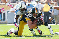 PITTSBURGH, PA - OCTOBER 09:  Heath Miller #83 of the Pittsburgh Steelers scores a touchdown in front of Will Witherspoon #92 of the Tennessee Titans during the game on October 9, 2011 at Heinz Field in Pittsburgh, Pennsylvania.  (Photo by Jared Wickerham/Getty Images)