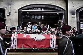 Krakow 18/04/2010 Poland<br /> People mourning the tragic death of President Lech Kaczynski and his wife in Krakow before funeral.<br /> on pictures: The flag-draped coffins were pulled by Humvees, as soldiers in berets slowly marched beside.<br /> Photo: Adam Lach / Napo Images for The New York Times<br /> <br /> Zaloba po tragicznej smierci Prezydenta Lecha Kaczynskiego i jego malzonki w Krakowie przed pogrzebem.<br /> na zdjeciu: trumna z cialem Lecha Kaczynskiego.<br /> Fot: Adam Lach / Napo Images for The New York Times