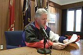 United States President Bill Clinton records the Saturday Radio Address at Camp David, the Presidential Retreat near Thurmont, Maryland on November 24, 2000.<br /> Credit: William Vasta / White House via CNP