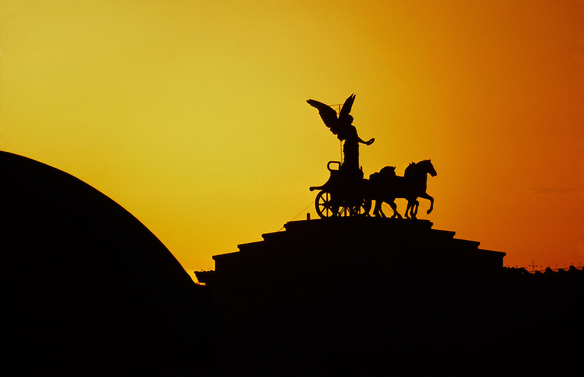 The goddess Victoria riding on quadrigas atop the Vittorio Emanuele II Monument, Rome, Italy