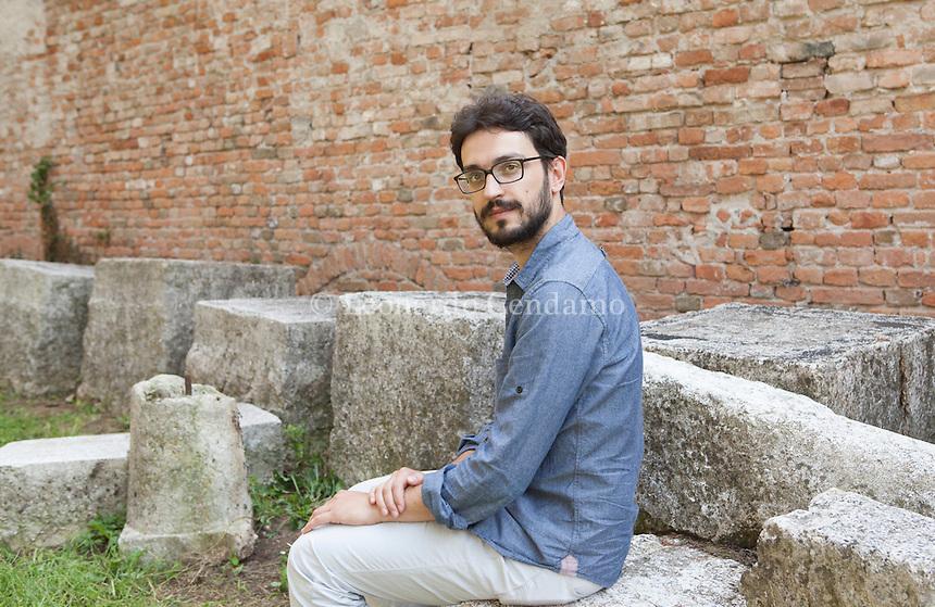 """Giorgio Fontana (Saronno, 22 aprile 1981) è uno scrittore italiano. ... Fontana ha pubblicato articoli e saggi su diverse testate, fra cui """"il manifesto"""", """"Lo Straniero"""" Mantova, settembre 2014. Festivaletteratura. © Leonardo Cendamo"""