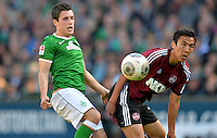 FUSSBALL   1. BUNDESLIGA   SAISON 2013/2014   7. SPIELTAG SV Werder Bremen - 1. FC Nuernberg                    29.09.2013 Zlatko Junuzovic (li, SV Werder Bremen) gegen Makoto Hasebe (re, 1. FC Nuernberg)