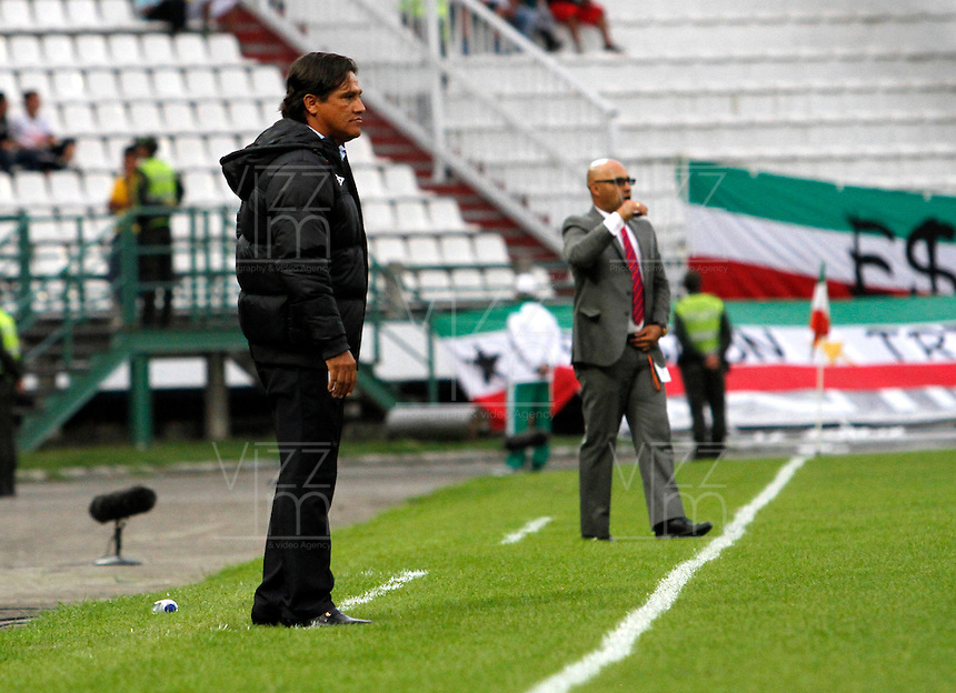 MANIZALES - COLOMBIA -31-01-2015: Flabio Torres, técnico de Once Caldas durante  partido Once Caldas y Deportivo Independiente Medellin por la fecha 1 de la Liga de Aguila I 2015 en el estadio Palogrande en la ciudad de Manizales. / Flabio Torres, coach of Once Caldas during a match Once Caldas and Deportivo Independiente Medellin for date 1 of the Liga de Aguila I 2015 at the Palogrande stadium in Manizales city. Photo: VizzorImage  / Santiago Osorio / Str.