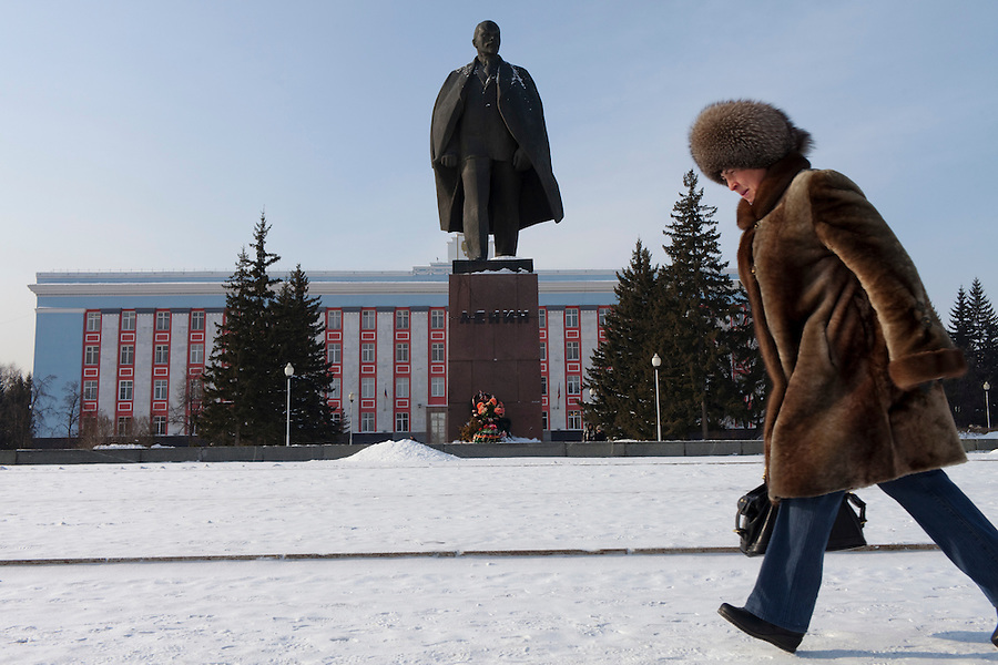 Barnaul, Altai Region, Siberia, Russia, 24/02/2011..A woman braces herself against the bitter Siberian cold as she strides past a statue of Vladimir Lenin in front of Barnaul city administration headquarters near the Russian-Chinese border.