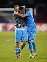 FUSSBALL   CHAMPIONS LEAGUE   SAISON 2013/2014   Vorrunde SSC Neapel - Borussia Dortmund      18.09.2013 JUBEL SSC Neapel; Gonzalo Higuain (li) umarmt Jose Callejon nach dem Spiel