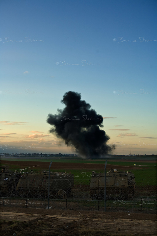 Kefar Azza, Israel Dec. 29, 2008.Heavy bombardment on Beit Lahia by the Israeli Air Force. After several weeks of total closure, Israel has launched its most important military operation ever in the Gaza strip, following Hamas' refusal to extend the 6 months truce.