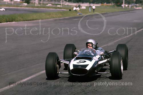 Bruce McLaren in F1 Cooper at 1965 Mexican GP; Photo by Pete Lyons 1965/ © Pete Lyons / petelyons.com