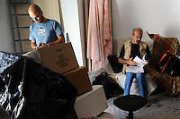 Attori e attrici nel backstage delle riprese di Casa Coop. Actors and actresses in the backstage of the filming of House Coop.Andrea Tidona.