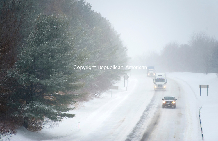 WINSTED, CT-021314JS01- Traffic was light and slow going on Route 8 northbound in Winsted on Thursday as the snow begins to fall from the latest snowstorm. <br /> Jim Shannon Republican-American