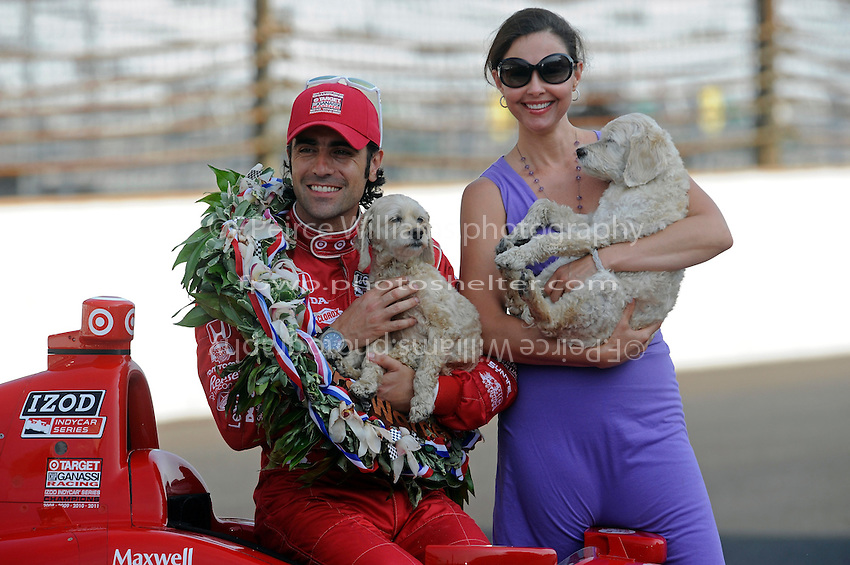 """Winner's Photo Shoot"" 5.28.2012: Dario Franchitti (#50), wife Ashley Judd and their dogs."