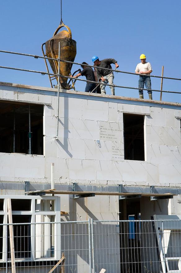 Nederland, Amersfoort, 11 sept 2006 Vinex-wijk, vinex lokatie Vathorst, een nieuwe  nieuwbouwwijk bij Amersfoort. Bouwactiviteiten, bouwen, woningbouwFoto: (c) Michiel Wijnbergh