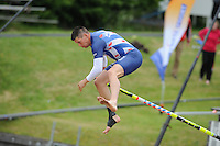 FIERLJEPPEN: WINSUM: 08-06-2013, Senioren Topklasse, Bart Helmholt (#97), ©foto Martin de Jong