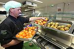Foto: VidiPhoto<br /> <br /> EDE - Ziekenhuis Gelderse Vallei in Ede. Het Edese ziekenhuise heeft de voeding in de zorg op een andere wijze georganiseerd dan gebruikelijk in instellingen. Zo stellen pati&euml;nten hun eigen menu samen en bepalen ze ook zelf de tijd van ontbijt, lunch en diner
