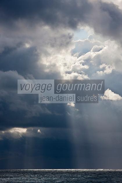 Europe/France/Aquitaine/64/Pyrénées-Atlantiques/Pays-Basque/Saint-Jean-de-Luz: L'Océan atlantique vu depuis la  Pointe Sainte-Barbe