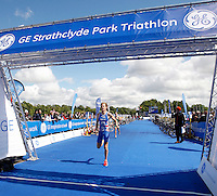 Photo: Richard Lane/Richard Lane Photography. GE Strathclyde Park Triathlon. 22/05/2011. Elite Men race. Steven Worthington.