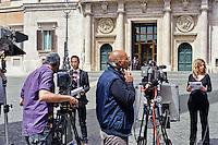 Roma 29 Aprile 2013.Troupe telesive  davanti la Camera dei Deputati dove si voto la fiducia al Governo Letta e il giorno dopo la sparatoria dove sono stati feriti due carabinieri.