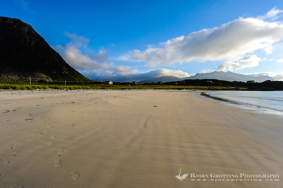 Norway, Lofoten. Coastal landscape at Hov, at the northern part of Gimsøy. A nice wihe sand beach.
