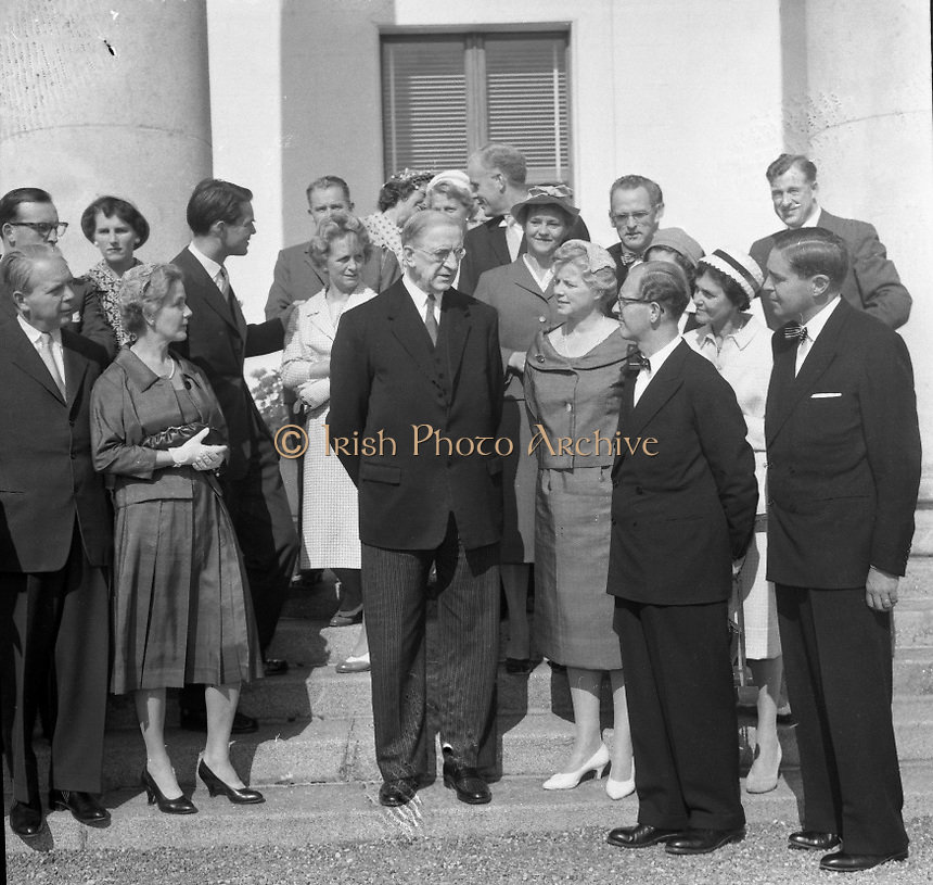 Swedish Gynecologists visit Eamon de Valera, 09/09/1959.