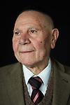 Semjon Kleyman (90) kommt aus einer traditionellen jüdischen Familie. Als Obersergeant der Roten Armee kämpfte er in Mitteleuropa gegen die Nazis. In Berlin organisiert er Treffen der Kriegsveteranen.